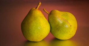 La pera contiene grandes cantidades de agua y fibra soluble.