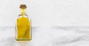 El aceite controla la caída del cabello.