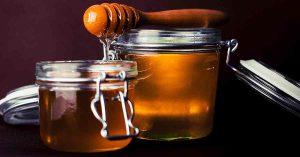 En la miel podemos encontrar azúcar natural.