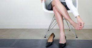 El mal olor de los pies puede ser provocado por el pie de atleta.