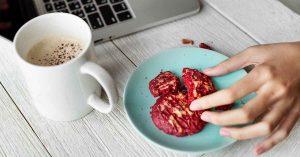 Cada probadita de alimentos suma calorías.
