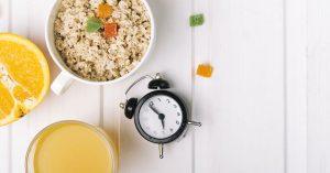 El tema de los horarios de comida puede ser importante para prevenir la alimentación en exceso.