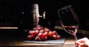 El vino tinto contiene resveratrol, sustancia que ayuda a protegerte de la radiación de una quimioterapia.