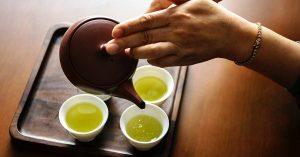 El té verde ayuda prevenir el daño de los rayos ultravioleta.