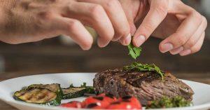 Además de proteínas, la carne contiene vitamina A.