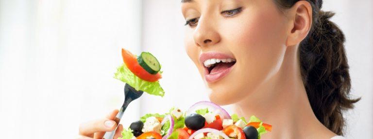 Comer muy rápido puede afectar nuestra salud