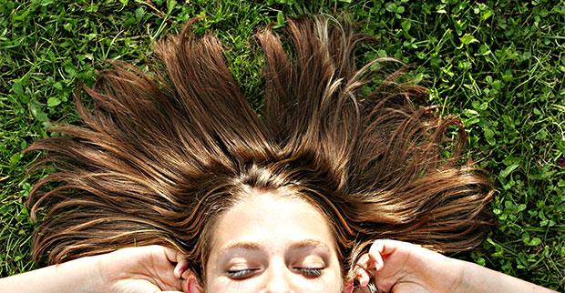 Usa estos remedios caseros en tu cabello